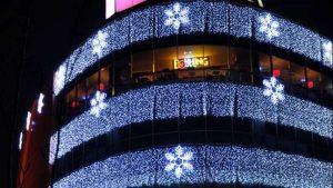 подсветка здания фасад + снежинки